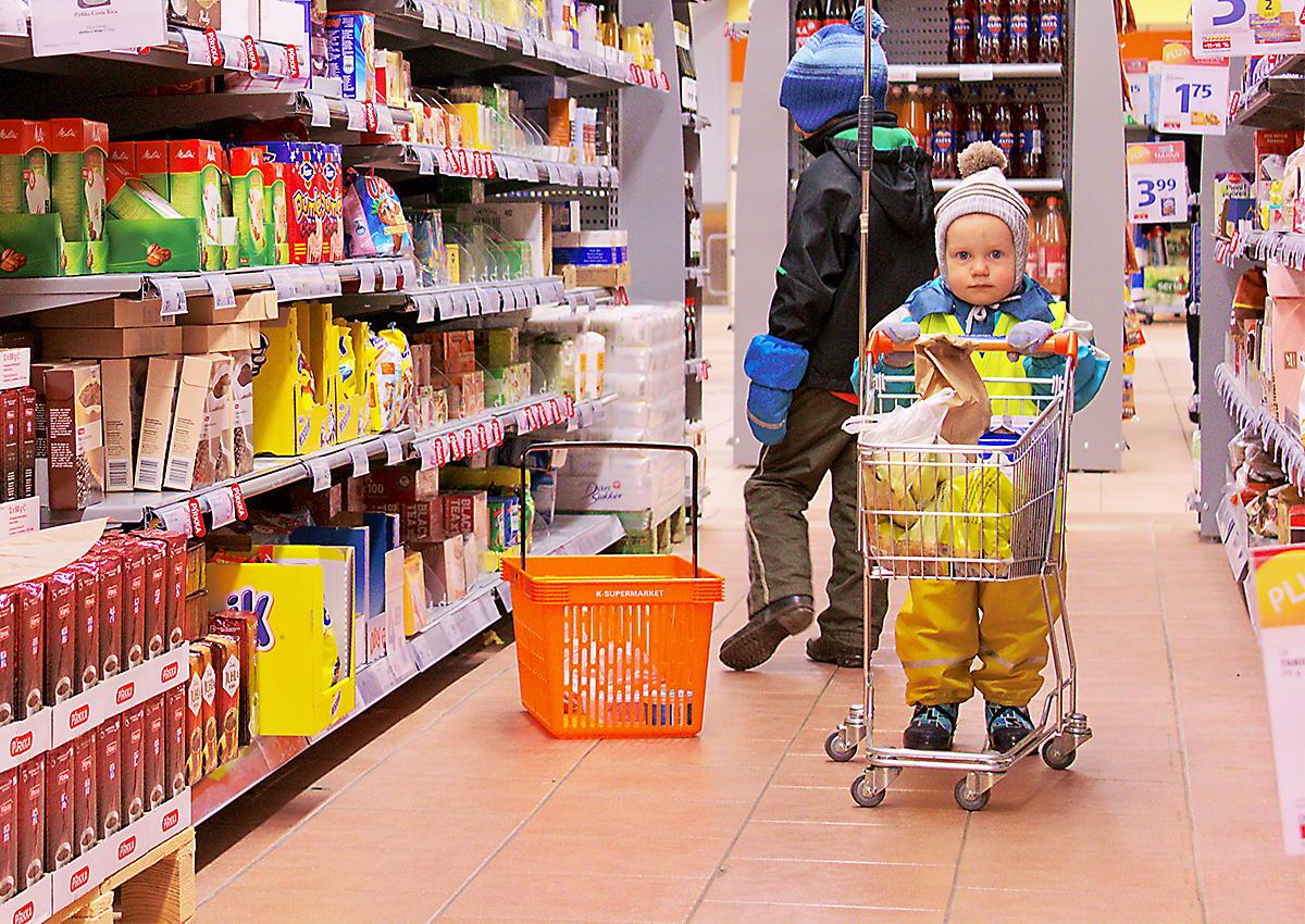 Kid in grocery store